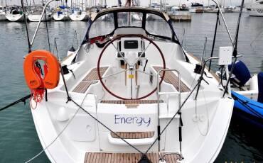 Sun Odyssey 33i, Energy